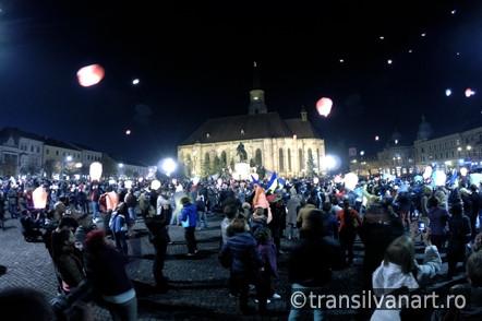 Time lapse – 1000 de lampioane lansate in Cluj, in cinstea Majestatii sale, Regele Mihai