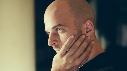 De ce trebuie sa-l prinzi pe Nils Frahm in concert la Electric Castle