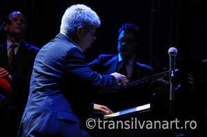 Pianist performs live